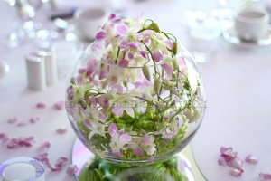 Fish_bowl_and_orchid_table_arrangement_by_Todich_Floral_Design