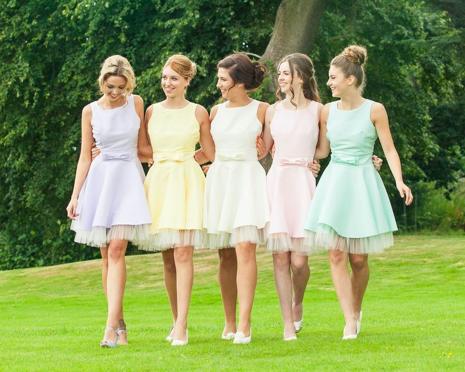 bridal promo walking maids - Bridesmaid Dresses Same Color Different Style