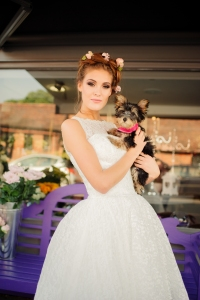 Betty Blossom wedding dress, £395 available exclusively at kittyandulcie.com Hair accessory floandpercy.com 00152