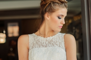 Betty Blossom wedding dress, £395 available exclusively at kittyandulcie.com Hair accessory floandpercy.com 00173