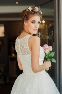 Betty Blossom wedding dress, £395 available exclusively at kittyandulcie.com Hair accessory floandpercy.com 00179