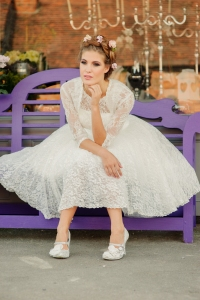 Betty's Bolero, £40 and Betty Blossom wedding dress, £395 available exclusively at kittyandulcie.com Hair accessory floandpercy.com 00126