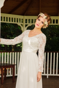 Jasmine's Secret wedding dress, £395 available exclusively at kittyanddulcie.com. Hair accessory floandpercy.com 00030 (1)