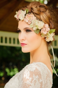 Jasmine's Secret wedding dress, £395 available exclusively at kittyanddulcie.com. Hair accessory floandpercy.com 00037